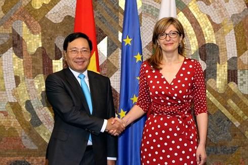Vicepremier vietnamita continúa su agenda de trabajo en Bulgaria - ảnh 1