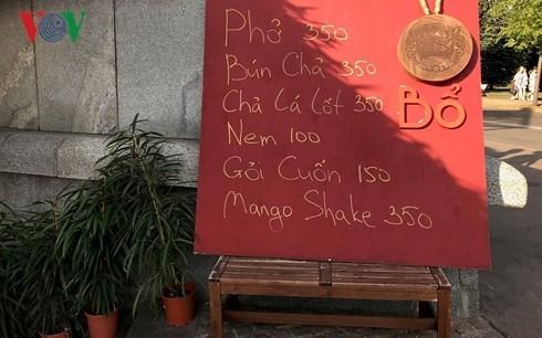 Disfrutar de comidas típicas vietnamitas en Rusia - ảnh 1
