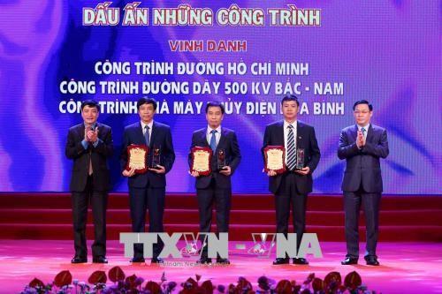 Vietnam honra a colectivos e individuos con destacados méritos laborales  - ảnh 1