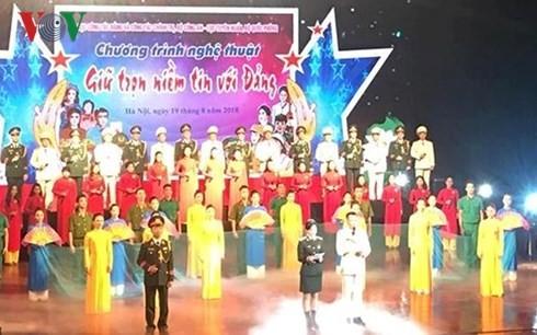 Programa artístico en saludo al triunfo de la Revolución de Agosto y Día Nacional de Vietnam  - ảnh 1