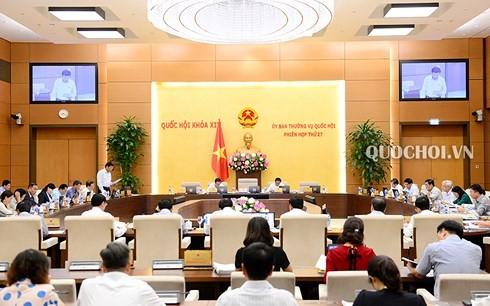 Concluye 27 reunión del Comité Permanente del Parlamento vietnamita  - ảnh 1