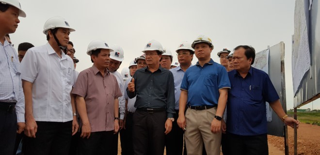 Vicepremier vietnamita revisa planes preventivos para inundaciones en el Delta del río Mekong  - ảnh 1