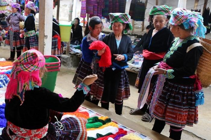Un animado mercado de las zonas montañosas en Hanói  - ảnh 1