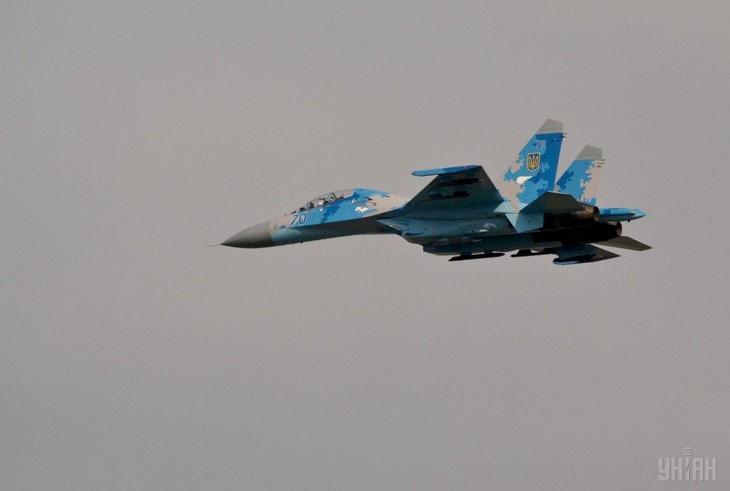 Ucrania lanza ejercicios aéreos a gran escala con la OTAN - ảnh 1