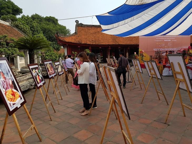 Animadas actividades culturales en saludo al aniversario del Día de Liberación de la capital  - ảnh 1