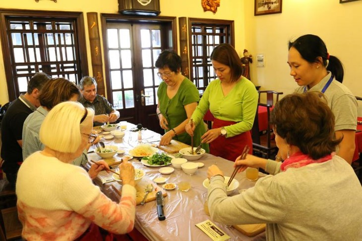 Pham Thi Anh Tuyet, experta en gastronomía tradicional de Hanói  - ảnh 2