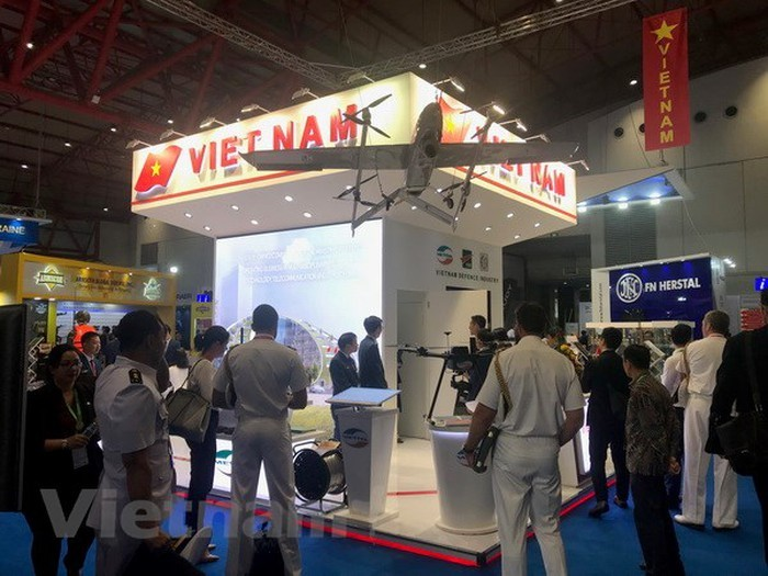 Vietnam participa en VIII Feria de Equipos Militares en Indonesia  - ảnh 1
