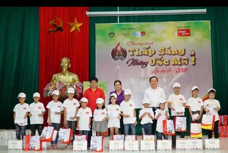 Vietjet apoya a niños pobres en Thai Nguyen  - ảnh 1