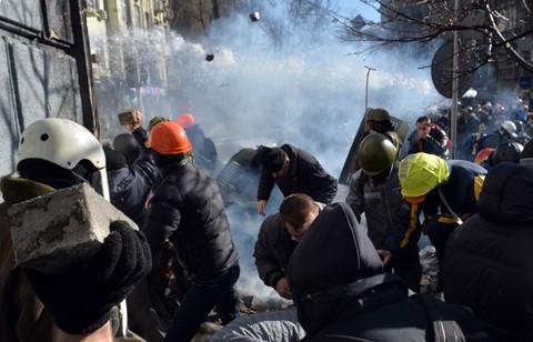 ประธานาธิบดียูเครนกล่าวหากองกำลังฝ่ายค้านล้ำเส้น - ảnh 1