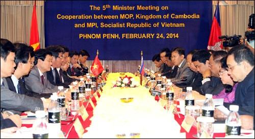 เวียดนามและกัมพูชาปฏิบัติการเชื่อมโยงเศรษฐกิจ - ảnh 1