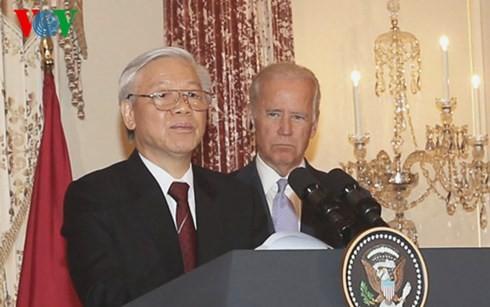 ท่าน เหงียนฟู้จ่อง เลขาธิการใหญ่พรรคคอมมิวนิสต์เวียดนามเข้าร่วมงานเลี้ยงของรัฐบาลสหรัฐ - ảnh 1