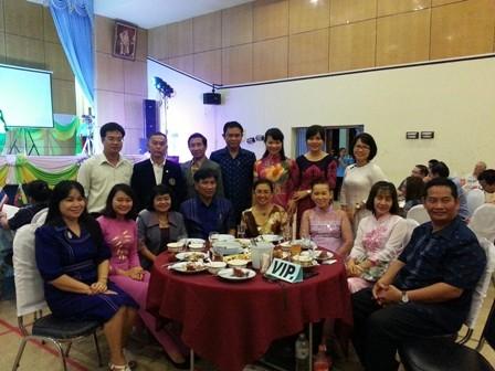 มหาวิทยาลัยเทกโนโลยีราชมงคลอีสานจัดการพบปะสังสรรค์วัฒนธรรมกับมหาวิทยาลัยจากเวียดนาม ลาว กัมพูชา พม่า - ảnh 2