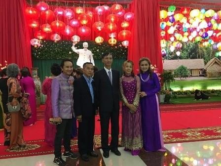 สมาคมชาวเวียดนามที่อาศัยในต่างประเทศสาขาจังหวัดสกลนครได้จัดงานฉลองปีใหม่ - ảnh 3