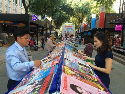 ถนนหนังสือพิมพ์วสันต์ฤดูปี 2016: จุดนัดพบด้านวัฒนธรรมของประชาชนนครโฮจิมินห์ - ảnh 1