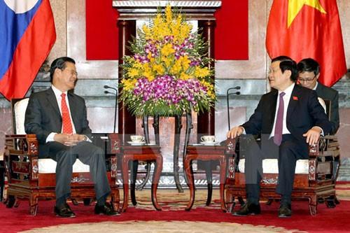 ประธานประเทศ เจืองเติ๊นซาง ให้การต้อนรับนาย สมสวาท เล่งสวัสดิ์ รองนายกรัฐมนตรีลาว - ảnh 1