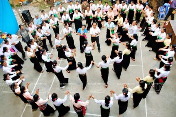 จัดทำเอกสารชุดศิลปะการฟ้อน Xòe ของชนเผ่าไทเพื่อยื่นเสนอต่อองค์การยูเนสโก - ảnh 1