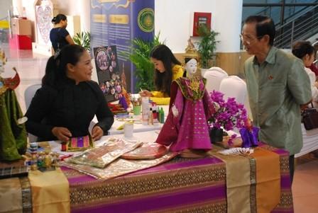 เปิดงานวันวัฒนธรรมไทยในเวียดนาม - ảnh 1