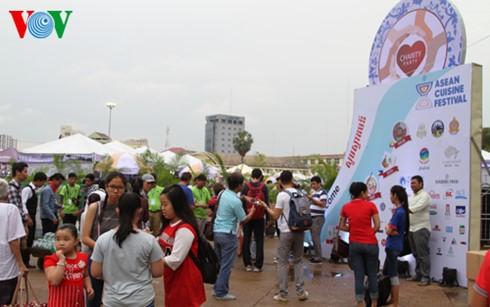 เทศกาลอาหารอาเซียนครั้งที่ 2 ณ กัมพูชา - ảnh 1
