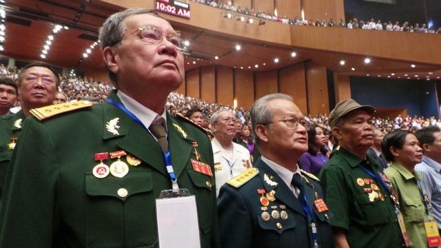 พิธีชุมนุมรำลึกครบรอบ 70 ปีวันทหารทุพพลภาพและพลีชีพเพื่อชาติ - ảnh 2