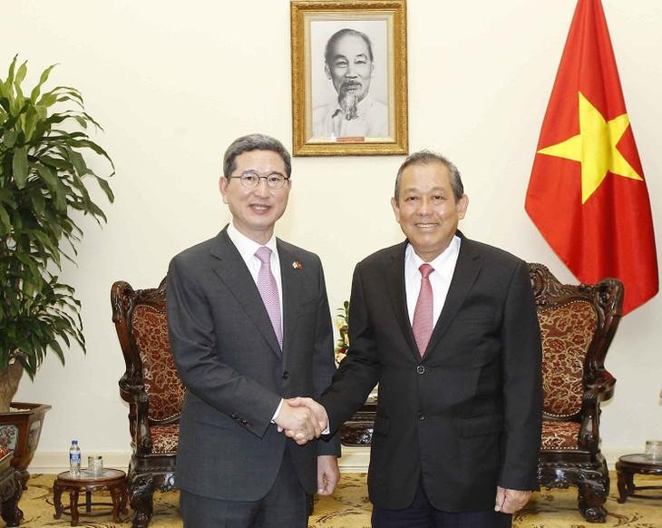 รัฐบาลเวียดนามให้ความสำคัญต่อการพัฒนาความสัมพันธ์หุ้นส่วนยุทธศาสตร์ระหว่างเวียดนามกับสาธารณรัฐเกาหลี - ảnh 1