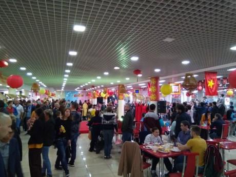 เทศกาลอาหารบนท้องถนนเวียดนาม ณ กรุงมอสโคว์ ประเทศรัสเซีย - ảnh 1