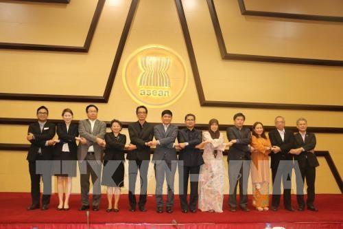 อาเซียนร่วมมืออย่างเข้มแข็งเพื่อลดช่องว่างการพัฒนาระหว่างประเทศสมาชิก - ảnh 1