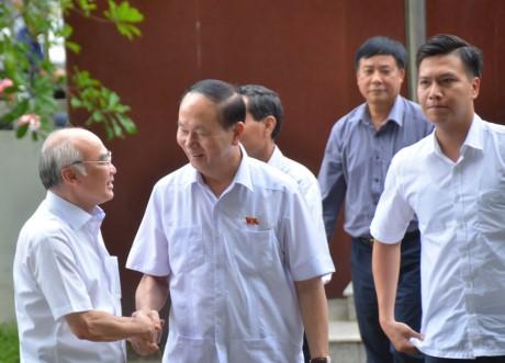 ประธานประเทศ เจิ่นด่ายกวาง ลงพื้นที่พบปะกับผู้มีสิทธิ์เลือกตั้งนครโฮจิมินห์ - ảnh 1