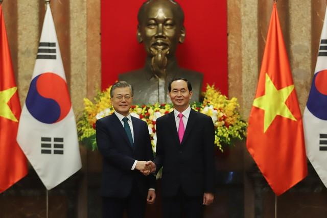 ประธานาธิบดีสาธารณรัฐเกาหลีเสร็จสิ้นการเยือนเวียดนามด้วยผลสำเร็จอย่างงดงาม - ảnh 1
