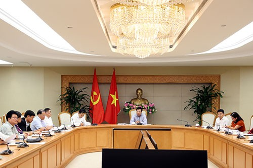 รองนายกรัฐมนตรี ฝ่ามบิ่งมิงห์ เป็นประธานการประชุมเกี่ยวกับโครงการใช้เงินกู้จาก WB และ ADB - ảnh 1