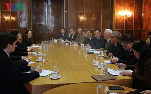 โรมาเนียมีความประสงค์ที่จะผลักดันความสัมพันธ์ในทุกด้านกับเวียดนาม - ảnh 1
