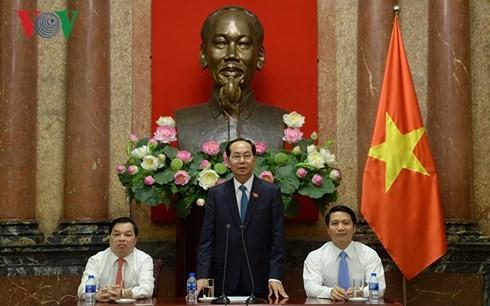 ประธานประเทศ เจิ่นด่ายกวาง พบปะกับเยาวชนดีเด่นของกลุ่มสำนักงานส่วนกลาง - ảnh 1