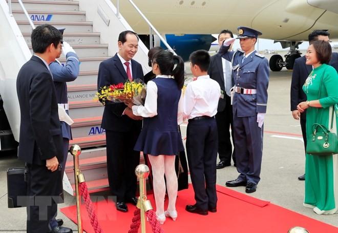 ประธานประเทศ เจิ่นด่ายกวางและภริยาเริ่มการเยือนญี่ปุ่น - ảnh 1