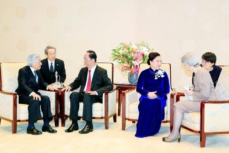 ประธานประเทศ เจิ่นด่ายกวาง เข้าเฝ้าสมเด็จพระจักรพรรดิญี่ปุ่นและพบปะกับประธานวุฒิสภาญี่ปุ่น - ảnh 1
