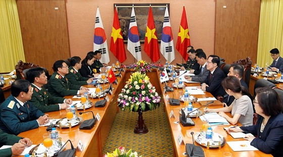สาธารณรัฐเกาหลีให้ความสำคัญต่อสถานะและบทบาทเป็นศูนย์กลางของเวียดนามในอาเซียน - ảnh 1