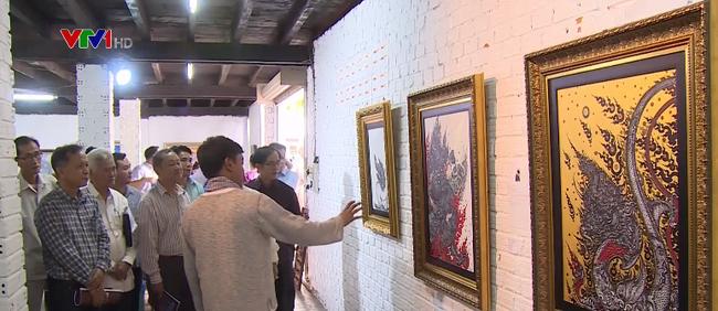 """งานนิทรรศการศิลปกรรม """"การเชื่อมโยงฝั่งแม่น้ำโขง"""" เวียดนาม ลาว ไทย - ảnh 1"""