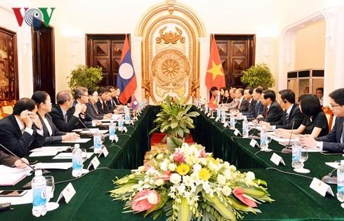 การประชุมทาบทามความคิดเห็นทางการเมืองระหว่างกระทรวงการต่างประเทศเวียดนาม-ลาว - ảnh 1