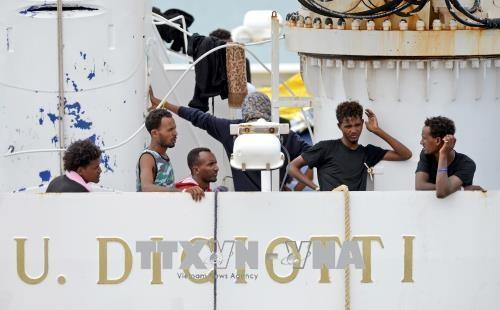 สหประชาชาติเรียกร้องให้ยุโรปเร่งรับผู้อพยพบนเรือ Dicioti - ảnh 1