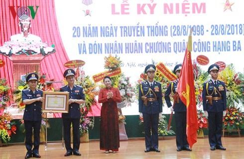 ประธานสภาแห่งชาติ เหงียนถิกิมเงิน เข้าร่วมพิธีฉลองครบรอบ 20 ปีวันก่อตั้งตำรวจทะเลเวียดนาม - ảnh 1