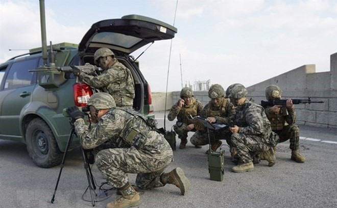 สหรัฐประกาศยุติระงับการซ้อมรบบนคาบสมุทรเกาหลี - ảnh 1