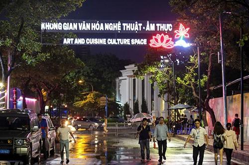 ถนนคนเดิน จิ่งกงเซิน ศูนย์วัฒนธรรมที่ดึงดูดนักท่องเที่ยวในกรุงฮานอย - ảnh 1