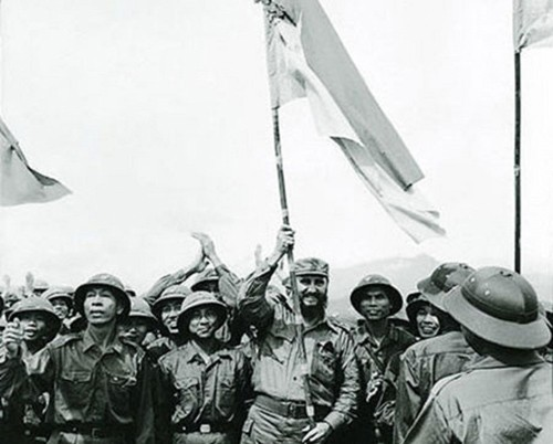 พิธีรำลึกครบรอบ 45 ปีการที่ผู้นำคิวบา ฟิเดล คาสโตร เดินทางมาเยือนเขตปลดปล่อยจังหวัดกว๋างจิ - ảnh 1