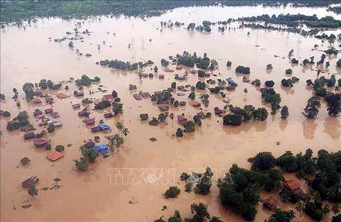 สถานประกอบการเวียดนามให้การช่วยเหลือประชาชนลาวในเขตที่ได้รับความเสียหายจากเหตุเขื่อนแตก - ảnh 1