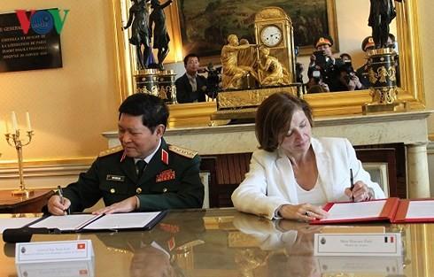 เวียดนาม-ฝรั่งเศสลงนามแถลงการณ์ร่วมเกี่ยวกับความร่วมมือด้านกลาโหมในช่วงปี 2018-2028 - ảnh 1