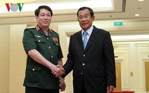 กัมพูชาให้ความสำคัญต่อความสามัคคี สัมพันธไมตรีที่ยาวนานและความร่วมมือในทุกด้านกับเวียดนาม - ảnh 1