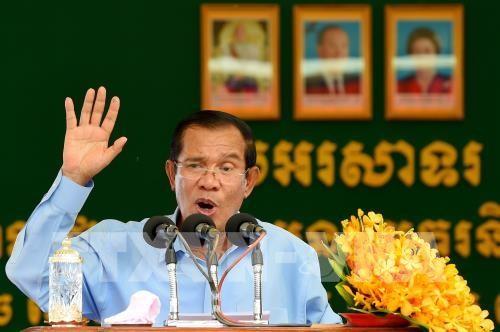 นายกรัฐมนตรีกัมพูชาเดินทางมาเวียดนามเพื่อไว้อาลัยประธานประเทศ เจิ่นด่ายกวาง - ảnh 1