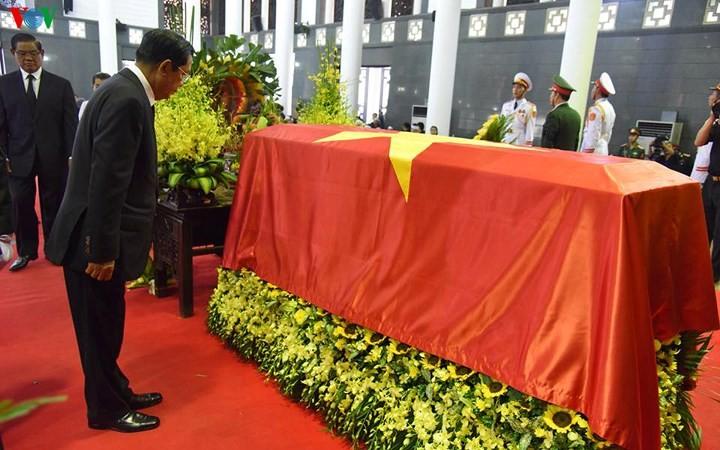 พิธีเคารพศพประธานประเทศ เจิ่นด่ายกวาง - ảnh 20