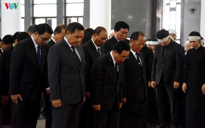 พิธีเคารพศพประธานประเทศ เจิ่นด่ายกวาง - ảnh 18