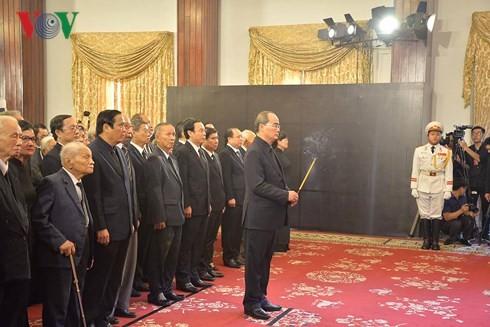 พิธีเคารพศพประธานประเทศ เจิ่นด่ายกวาง - ảnh 12