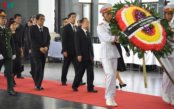 พิธีเคารพศพประธานประเทศ เจิ่นด่ายกวาง - ảnh 25
