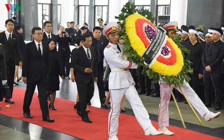 พิธีเคารพศพประธานประเทศ เจิ่นด่ายกวาง - ảnh 29